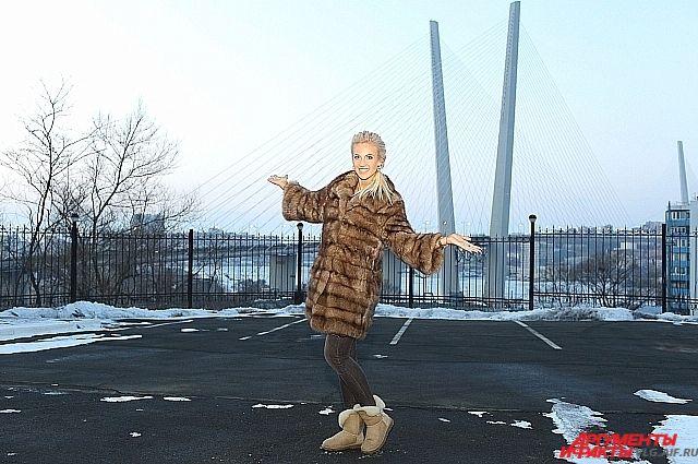Ольга Бузова не применула сфотографироваться на фоне Золотого моста.