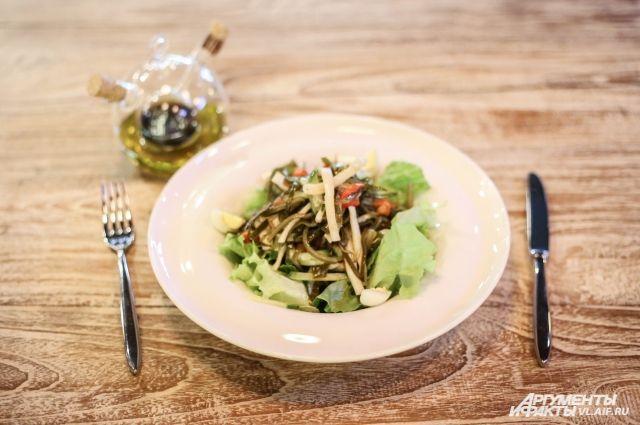Салат из кальмара и морской капусты