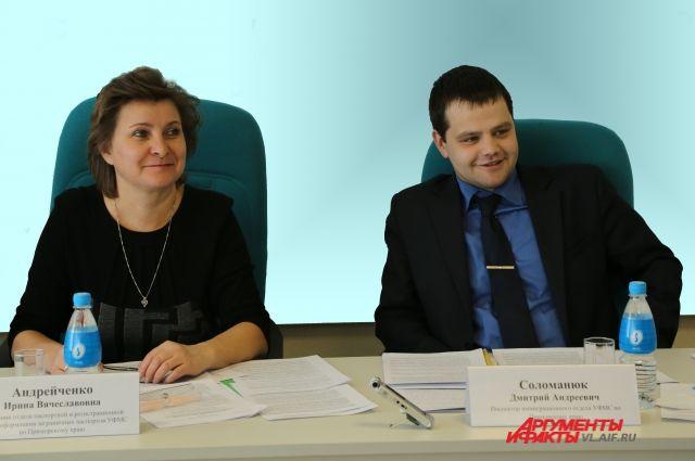 Сотрудники УФМС РФ по Приморскому краю на пресс-конференции.