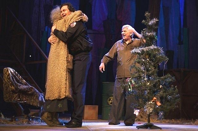 Сцена из спектакля «Как бы нам пришить старушку».