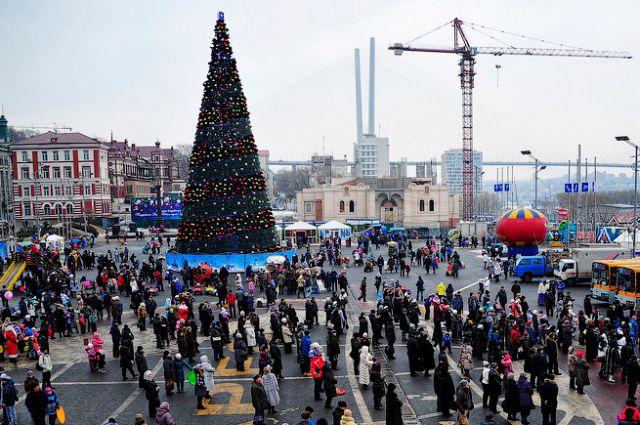 Рождественские гуляния на центральной площади Владивостока.