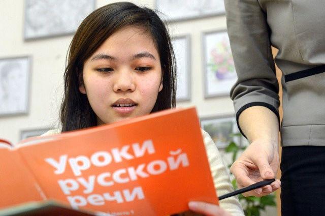 Знание языка помогает выживать мигрантам.