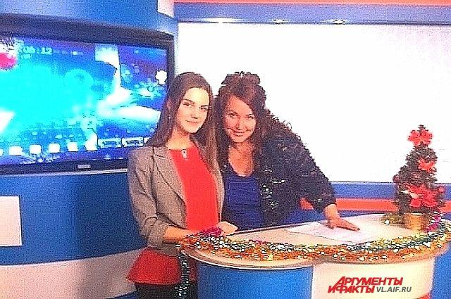 Главный редактор Мария Чевычелова и журналист Юлия Зеевальд в студии ТНТ-Владивосток.