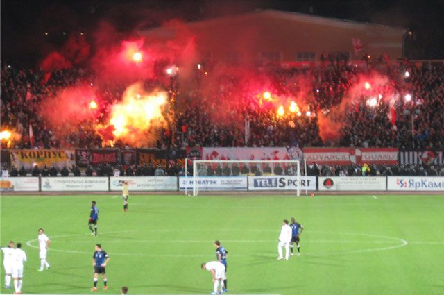 Фальшфейеры всё чаще поджигают на стадионах.