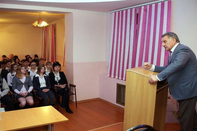 В. Горчаков на встрече со школьниками