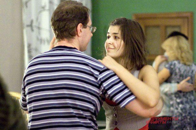 Почему социальные танцы так называются?