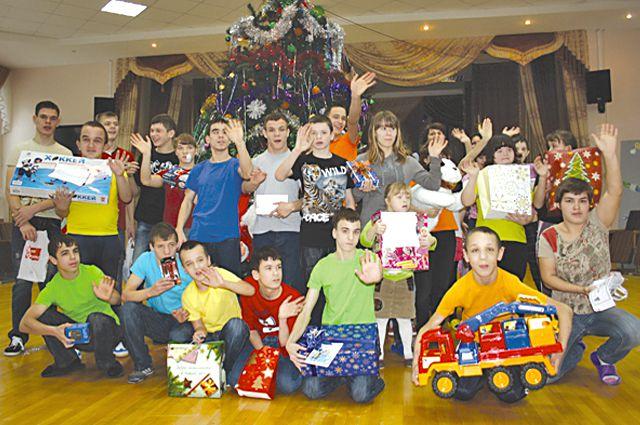 Заказы дети сделали в письмах Деду Морозу.