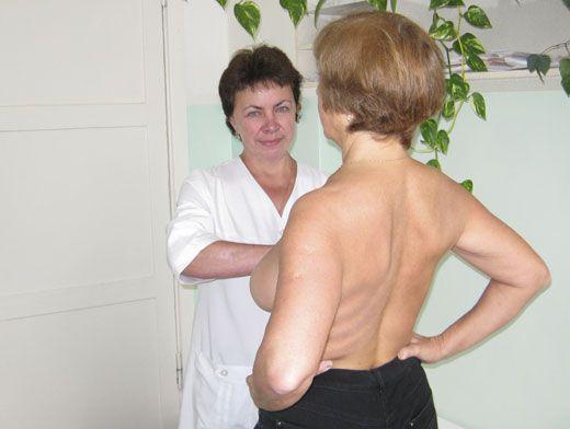 зрелая женщина на медосмотре