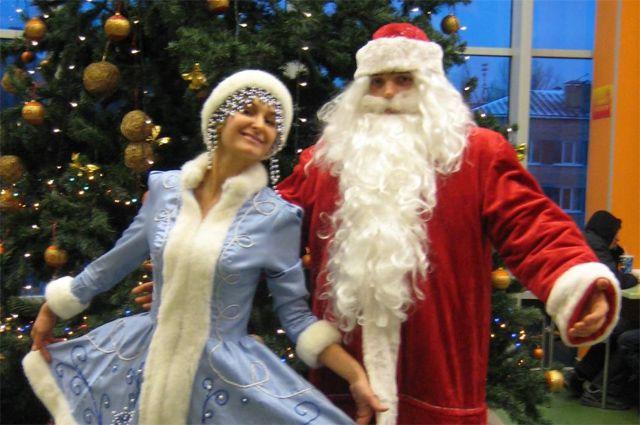 Дед Мороз и Снегурочка готовы поздравить красноярцев.