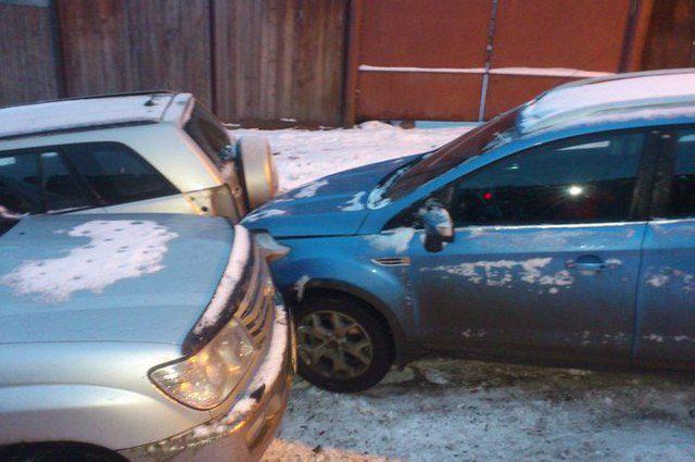 12 машин столкнулись, объезжая пробку.