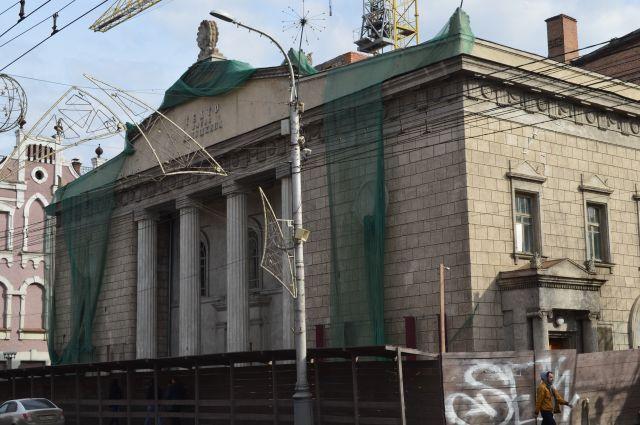 Ремонт театра должен завершиться в 2014 году.