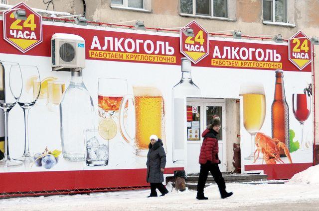 Этот магазин маскируется под бар и круглосуточно торгует спиртным.