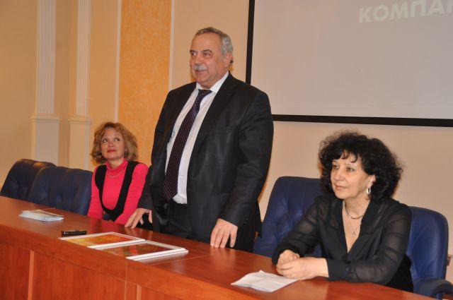 Виктор Гаак и Ольга Сурадеева поздравили победителей акции.