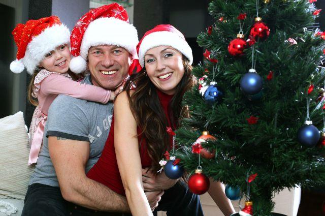 Отмечать Новый год нужно с хорошим настроением и в кругу любимых людей!