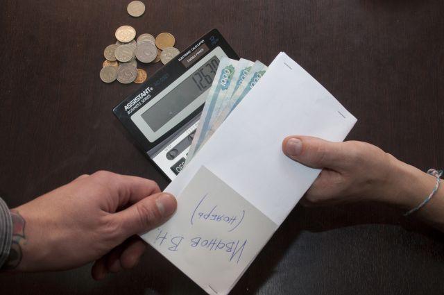 40 % омичей получают зарплату в конверте.