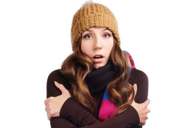 Чтобы не обморозиться и не заболеть в морозы нужно в первую очередь тепло одеваться.