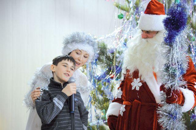 Несмотря на то, что дети верят в новогоднее чудо.