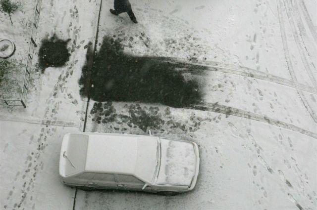 Автомобиль Lexus угнали ночью у дома омича.