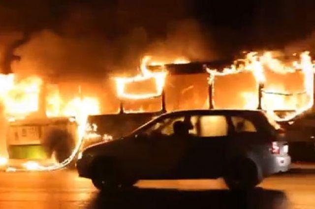 Недавно в Омске сгорел автобус у здания Мэрии.