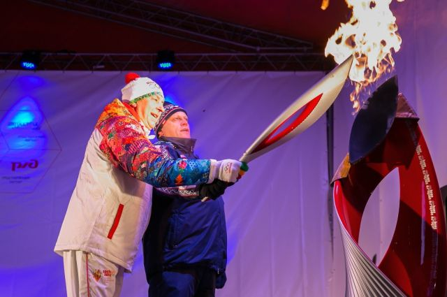Зажжение Чаши Олимпийского огня