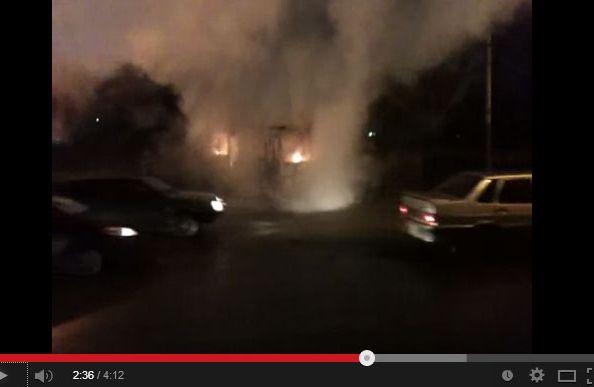 Пассажирский автобус загорелся в центре Омска.
