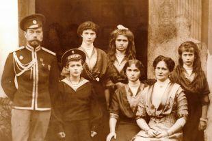 Царская семья (Анастасия – крайняя справа)