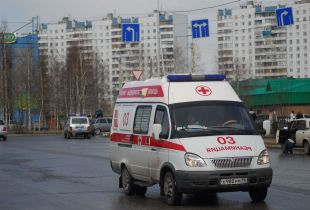 Трехлетний малыш чудом остался жив после падения с пятого этажа.