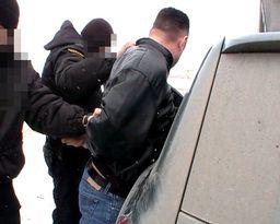 В Ростове задержаны подозреваемые в уличном грабеже.