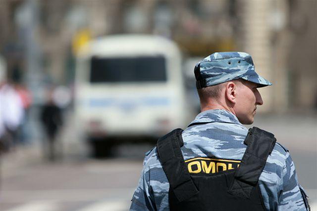 Ростовские полицейские проводят проверку, выясняя, кто выкинул боеприпас в мусорный бак.