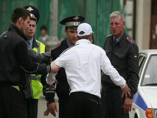 Жительница Ростова помогла задержать мужчину, который «разул» ее автомобиль.