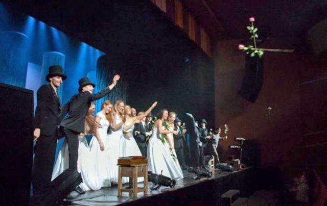 Руководство ростовского музтеатра просит воздержаться зрителей постановок от цветов и подарков для артистов.