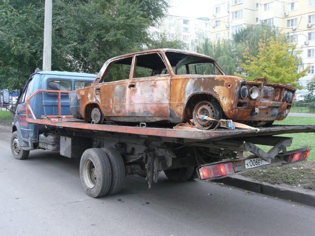 В Ростове задержан водитель эвакуатора, который перевозил сгоревшую
