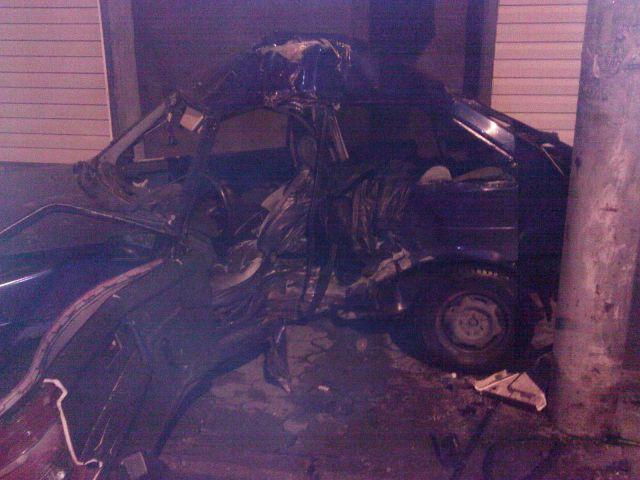 Водитель автомобиля «ВАЗ-2108» не справился с управлением и допустил наезд на препятствие