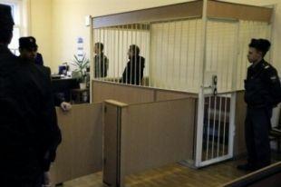 Бывший заместитель министра здравоохранения области Василий Кравченко, объявленный во вторник в федеральный розыск вместе с экс-сотрудницей ведомства Мариной Липовской, скрылся из суда до прихода конвоя.
