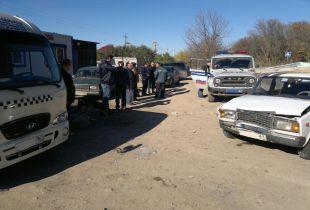 В Аксае при столкновении двух автомобилей пострадал пешеход