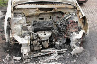 В Ростове неизвестные спалили «Мерседес».
