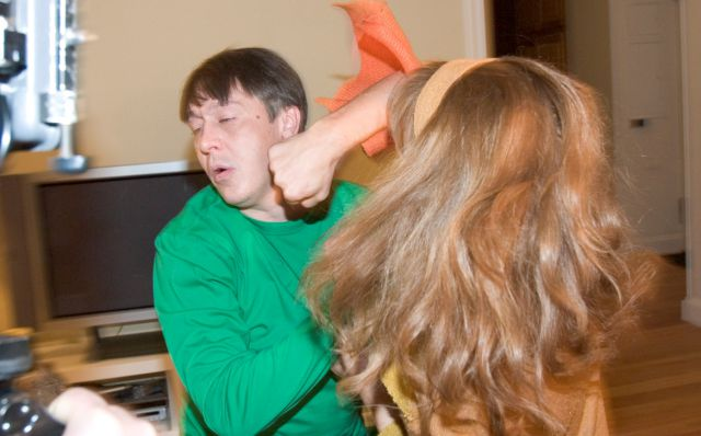 Фото как муж пиздит жену фото 303-41