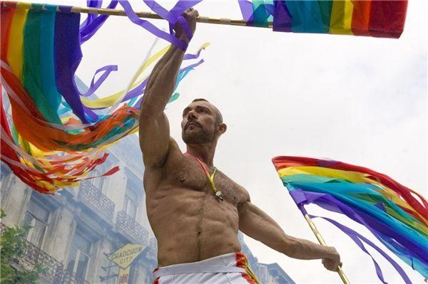 где в саратове тусуются геи