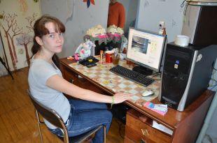 Ольга размещает объявления на бесплатных сайтах. Фото Надежды Уваровой