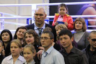 Николай Валуев открыл в Кургане спорткомплекс