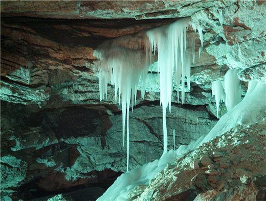 Южноуральцы узнали тайну Кунгурской ледяной пещеры