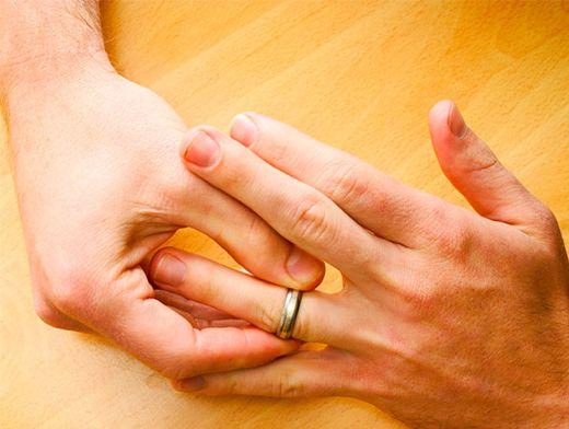 Обручальное кольцо на своей руке во сне 545