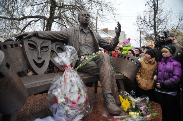 Памятник Папанову открыли в Вязьме в прошлом году.