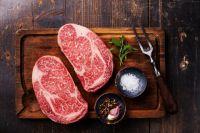Глава Азовского района обсудил с губернатором Омской области возможность увеличения объёмов производства мяса.