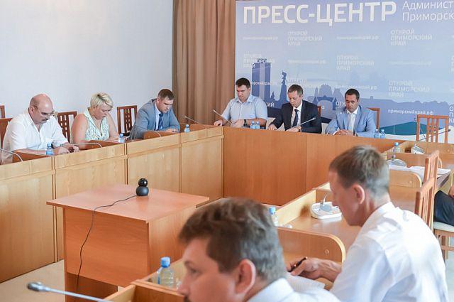 Евгений Вишняков поблагодарил глав нескольких муниципалитетов за ответственный подход при формировании запасов топлива на объектах ЖКХ.