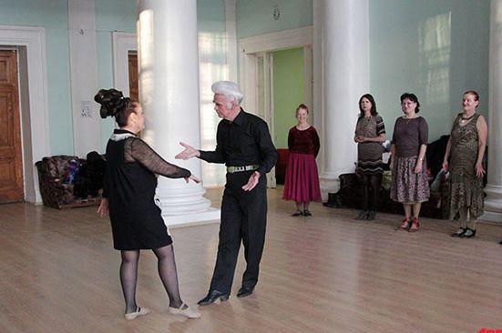 Учитель танцев Анатолий Мазалов хочет возродить в Москве традиции дворянского бала.