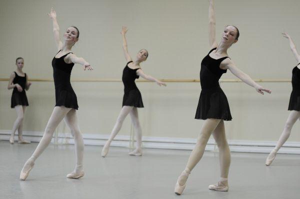 Студентки сдают экзамен по классическому танцу в Академии Русского балета им. А. Я. Вагановой в Санкт-Петербурге.