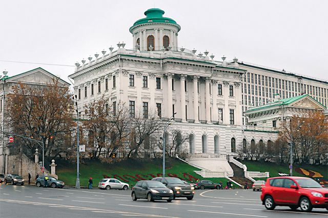 Кто придумал дом Пашкова, по мнению некоторых историков архитектуры, до сих пор неизвестно. Среди возможных претендентов на авторство - Николя Легран.