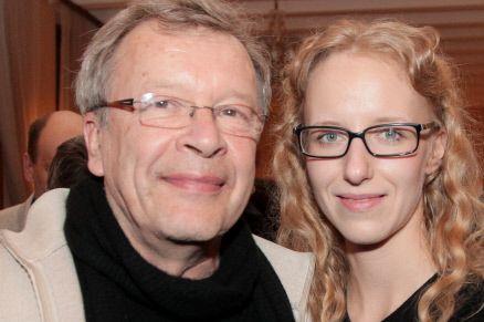 Писатель Виктор Ерофеев с супругой Екатериной перед началом премьеры фильма Павла Лунгина «Дирижер» в Москве.