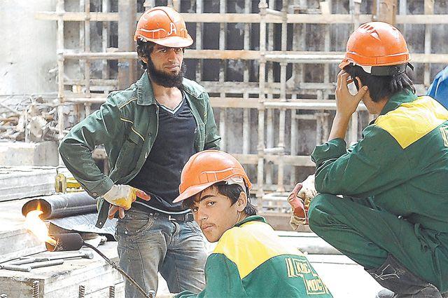 Честные зарплаты не получают ни свои, ни иностранные рабочие.
